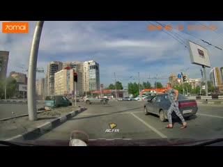 Момент ДТП на перекрёстке в Дзержинском районе
