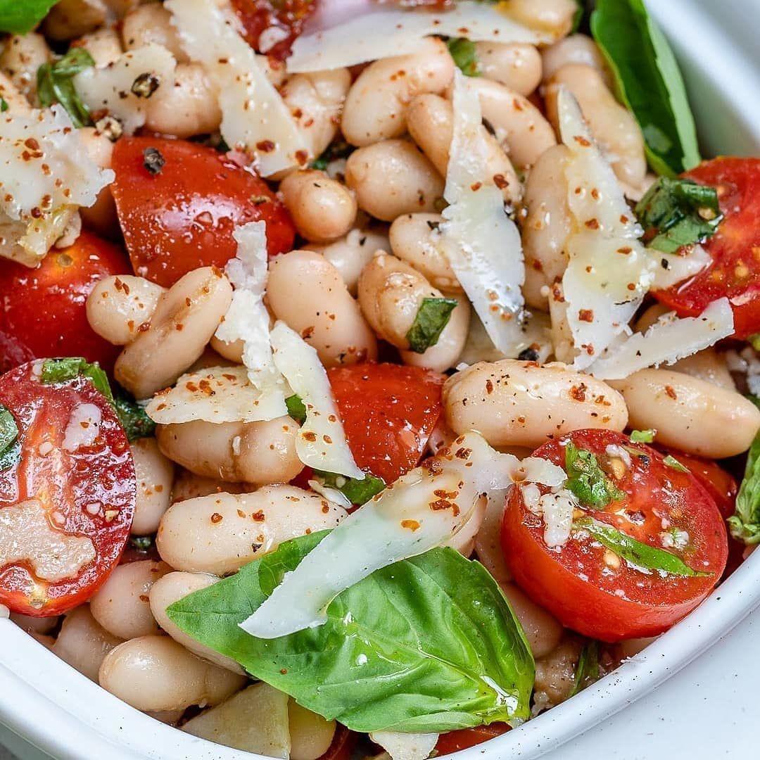 Салат из белой фасоли с помидорами черри⠀
