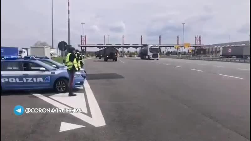 Barriera autostradale di Novara Saluto della Stradale alle salme in viaggio da Bergamo a