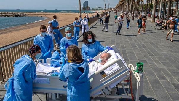 Увидеть море... и выздороветь. В барселонском госпитале больным COVID-19 устраивают вот такую прогулку к морю.Медики надеются, что после такого, их пациенты быстро пойдут на