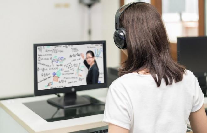 Новым профессиям обучают в онлайн-режиме