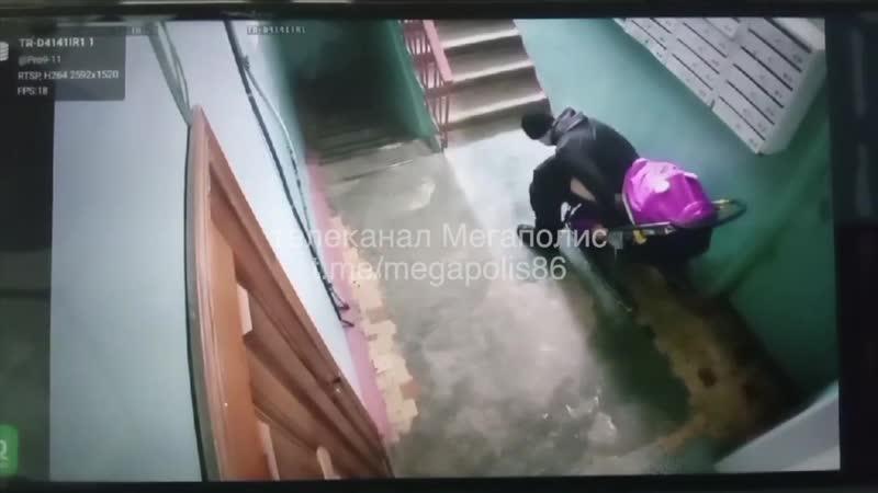 Подросток испортил детскую коляску