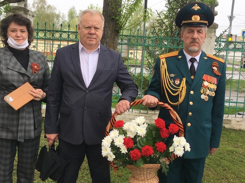 8 мая 2020-возложение цветов к обелиску павшим воинам., изображение №3