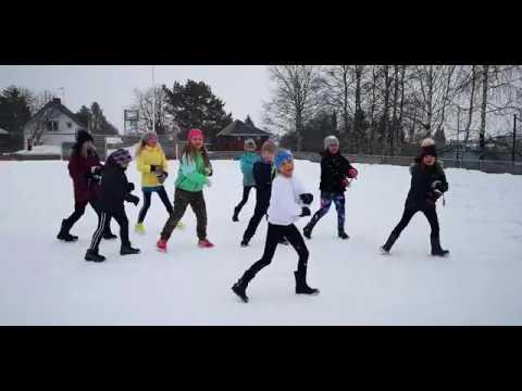 Dans ute i coronatider