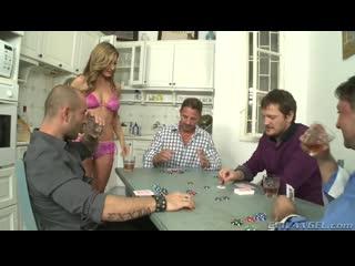 Мужик проиграл свою жену в покер