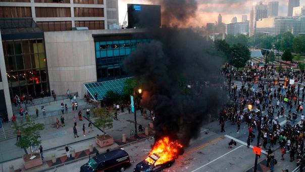 Протесты в США: атмосфера накаляется ... Беспорядки и столкновения с полицией происходят в более чем десяти крупных городах Соединенных Штатов. Причиной стала смерть афроамериканца Джорджа