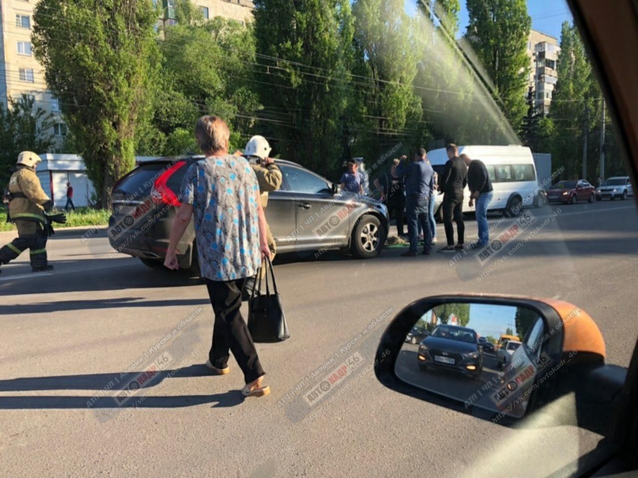 В Курске возле перехода сбили подростка