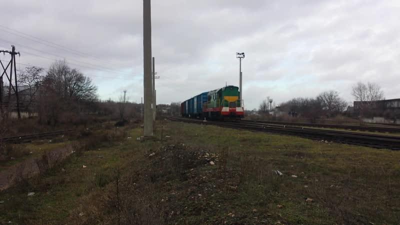 ЧМЭ3Э 6777 CFM с 3 крытыми вагонами прибывает на станцию Бендеры 2