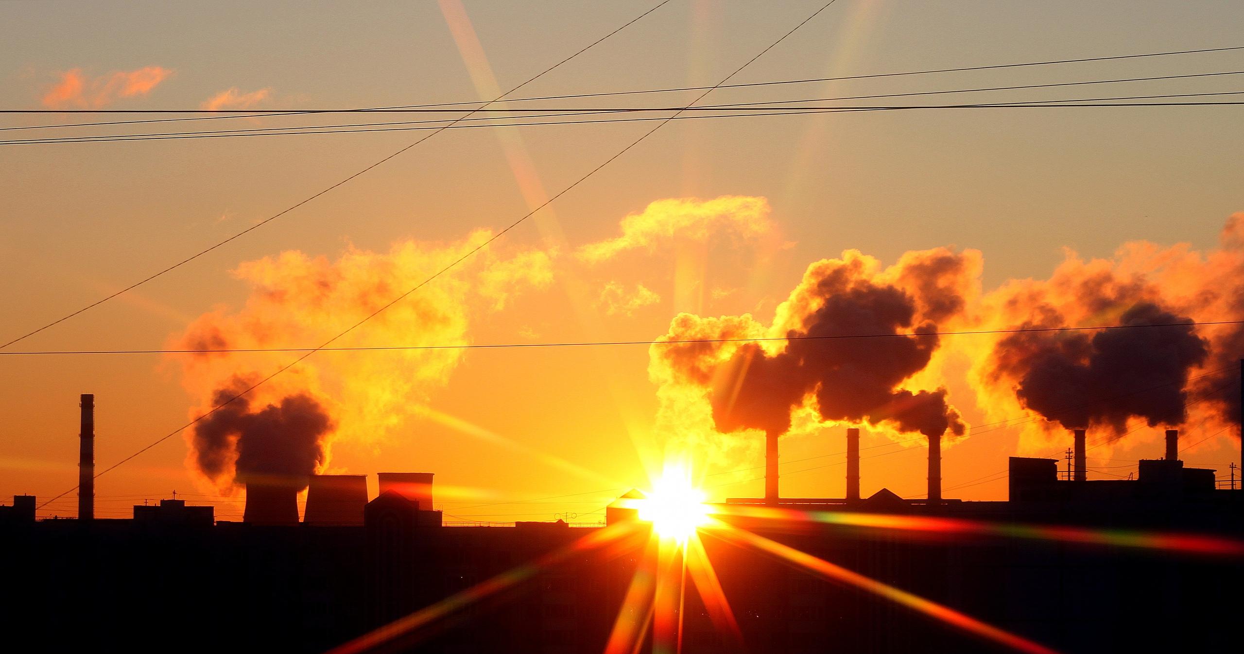 Восход солнца у НПЗ в Капотне
