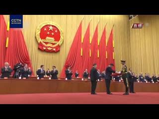 3 китайских медика получили звание Народного героя