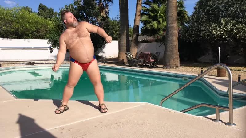 Big Bear dancing poolside to JTs hot new summer jam