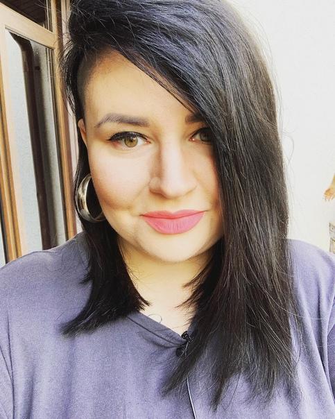 Саша Черно сменила прическу.
