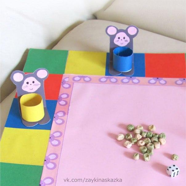 НАСТОЛЬНАЯ ИГРА «ГОРОШИНКИ» Рисуем или распечатываем игровое поле. Делаем фишки-мышки с корзинками.Правила игры:В середину игрового поля складываем горошинки. Мышата должны собрать урожай.