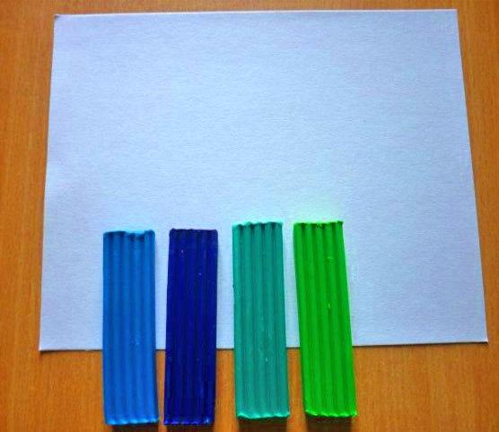 ПОДЕЛКА ИЗ ПЛАСТИЛИНА И МАКАРОН: «ПОДВОДНОЕ ЦАРСТВО»1. В качестве основы для картины можно использовать картон. Главное, чтобы на эту основу хорошо приклеивался пластилин. Бруски пластилина