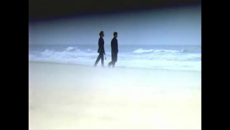 ...смерть на берегу моря..
