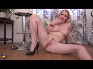 Hot Big breasted MILF Georgie Lyall with her big juicy pussy lip