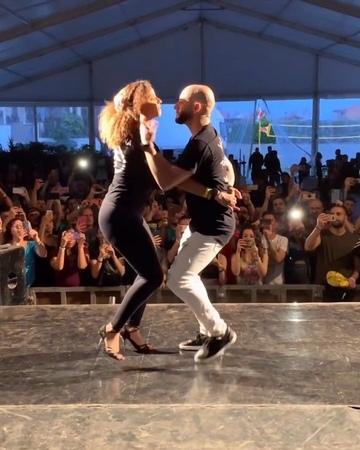 """Jorge Burgos on Instagram: """"Bailando este TEMAZO con el amor de mi vida @laalemana_official ❤️. Un corto video de nuestra clase de bachata en @even..."""