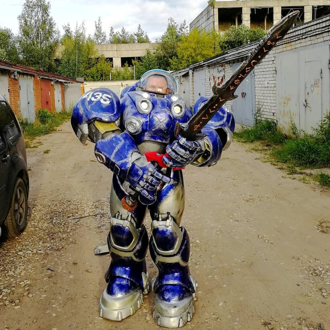 Житель Дубны своими руками мастерит костюм Тайкуса Финдли из StarCraft II на «ИгроМир»