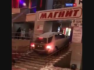 Челябинец попытался заехать в популярный бар на своей машине