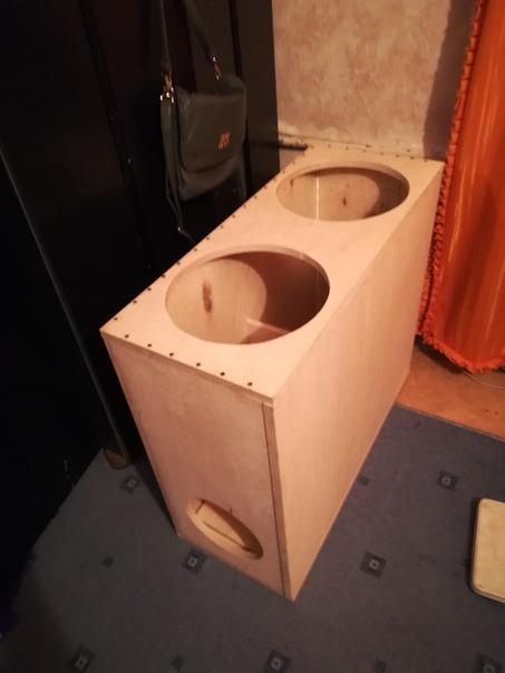 Продам короб под 2-12 динамика под трубу 200, фанера 1,8 напилино на станке...