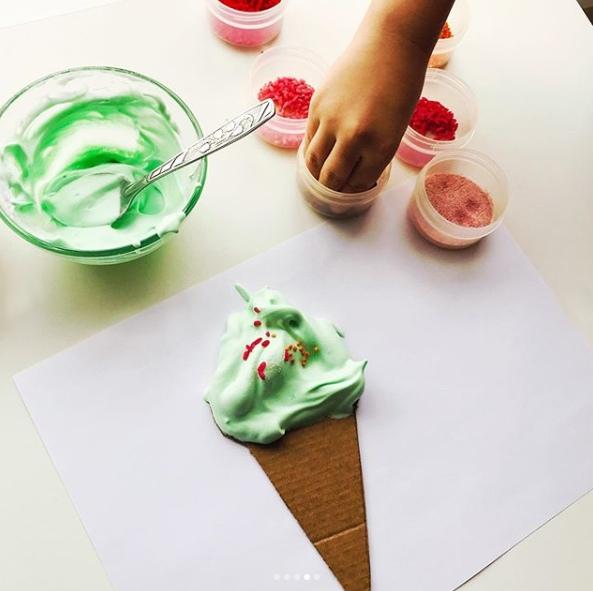 ЛЕТНИЕ ПОДЕЛКИ ДЛЯ ДЕТЕЙ. Мороженое- любимое летнее лакомство для всех возрастов у нас мороженое на выбор: клубничное, шоколадное и фисташковое Поделка Мороженое из объемных красок. Нам