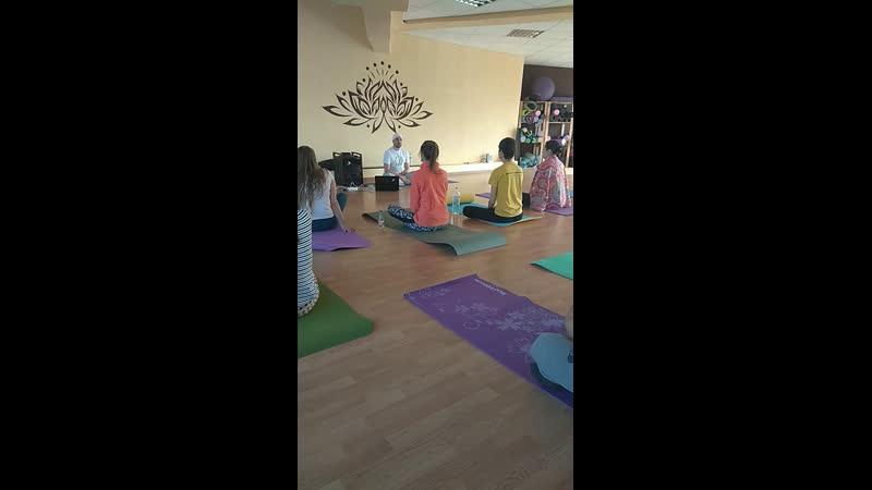Кундалини йога в студии Ом