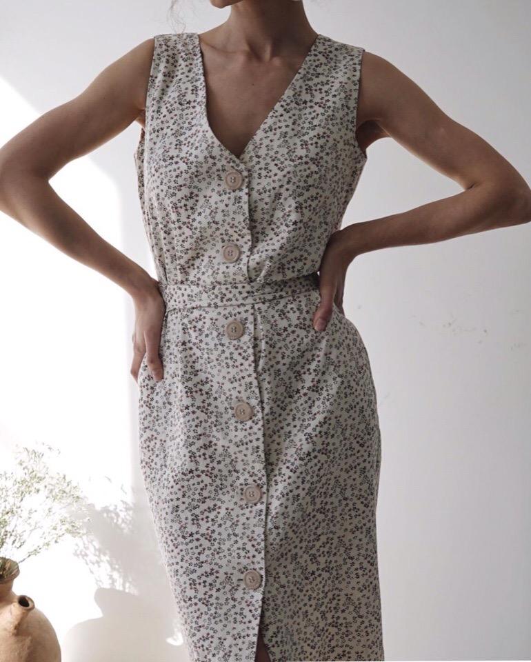 Идеальное платье для лета из итальянского хлопка с нежным цветочным рисунком - подойдёт и для работы, и на прогулку