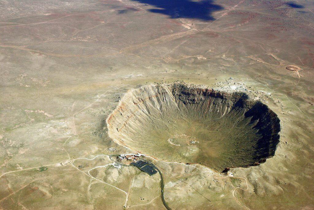 фото большой кратер у молодой многодневных