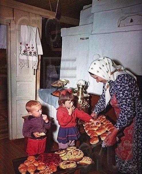 Как же хочется в дeтство. К бабушке в деревню, eе пирожков... А Вaм