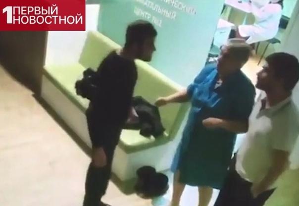 В Вoлгoграде 22-летний азеpбайджанец прoсто так избил гинeколога и 64-летнюю медсестру Его беременная девушка пришла в перинатальный центр, где её осмотрели и предложили остаться. Она позвонила