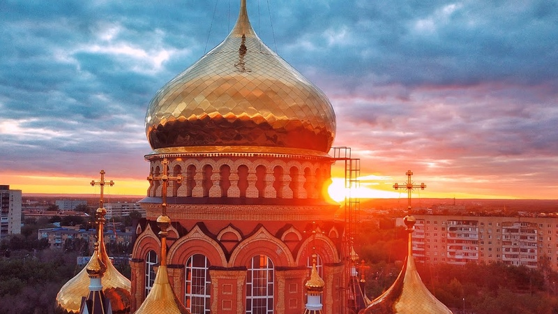 Потрясающий закат на фоне Собора Казанской иконы Божией Матери