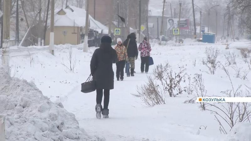 В магазин и больницу - пешком: жители Козульки остались без общественного транспорта