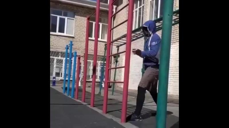 Тренировка с теннисным мячом на площадке для отработки скорости реакции nhtybhjdrf c ntyybcysv vzxjv yf gkjoflrt lkz jnhf jnrb c