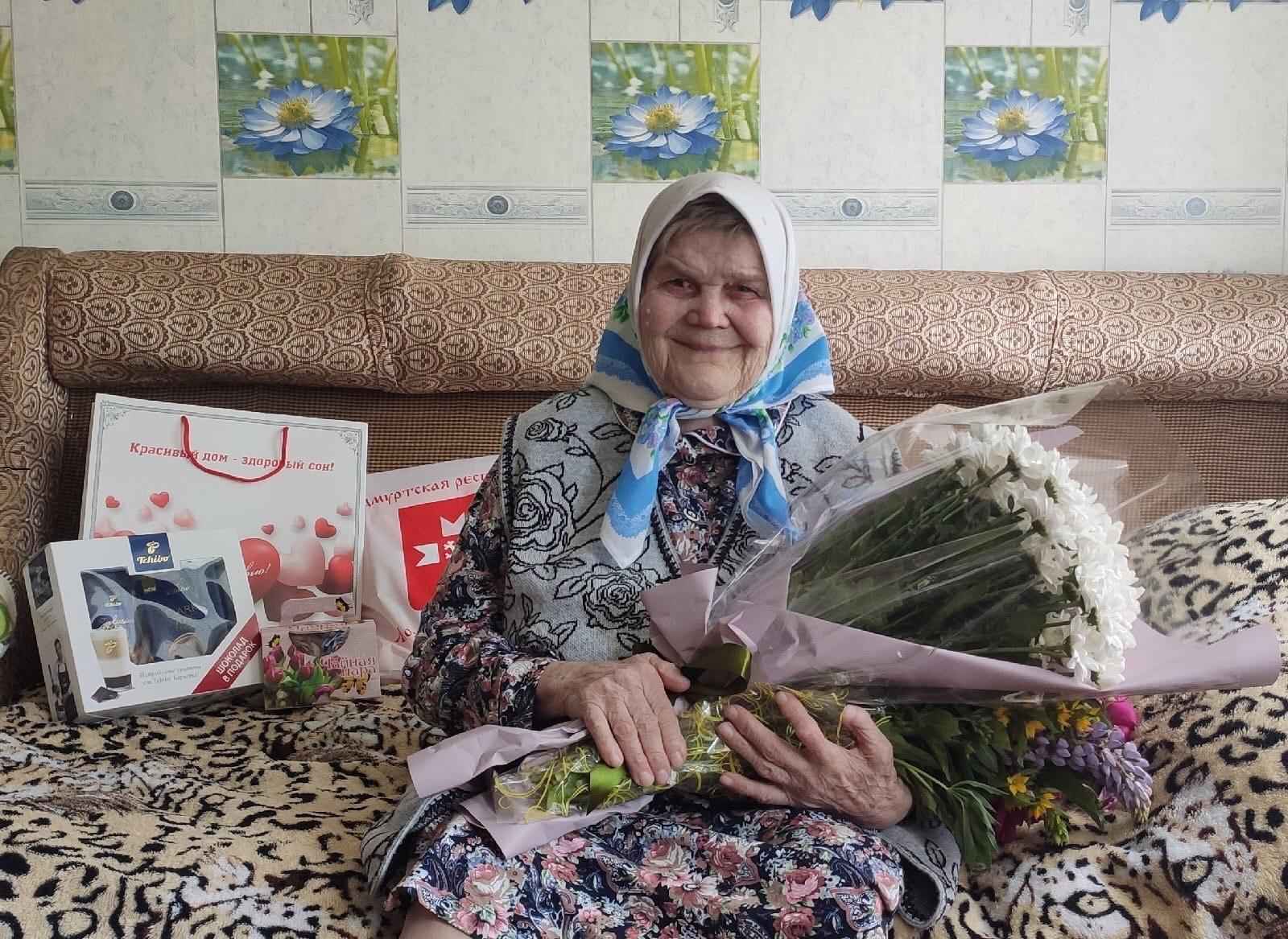 Сегодня свой 90-летний юбилей отмечает жительница Можгинского