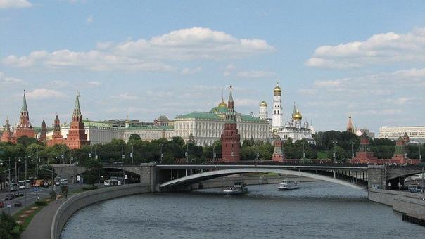 Кремль прокомментировал информацию о введении в стране ло...