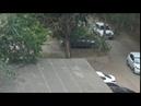 Как школьники разбили машину мячом и самокатом на камеру.