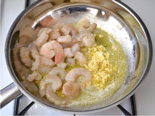 Паста с креветками и томатами  Ингредиенты: креветки (очищенные и без...