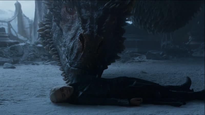 Дрогон сжигает Железный трон и уносит Дейенерис