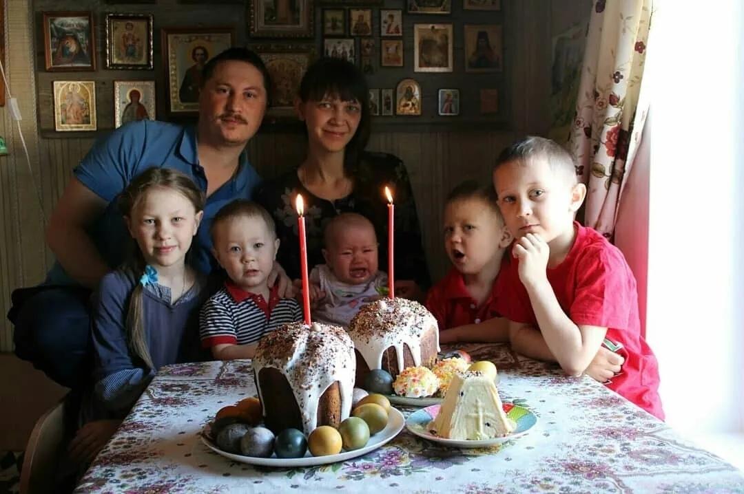 Семья Сергея и Альбины Алпатовых из села Оркино Петровского района вошла в число лучших семей губернии