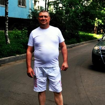 Viktor, 50, Balti
