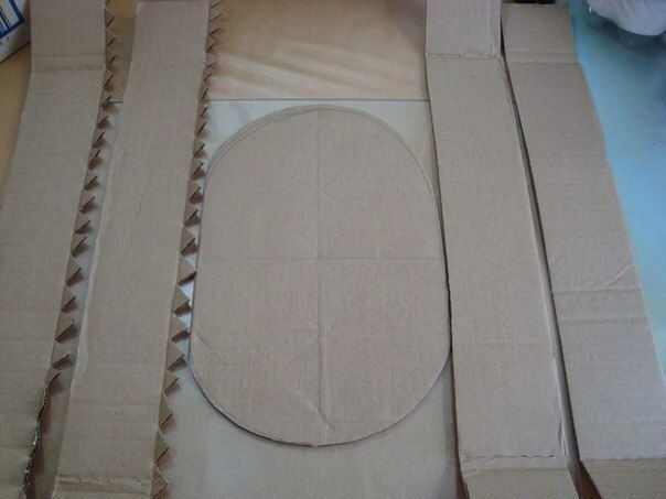 ЦВЕТОЧНАЯ КОРЗИНКА ИЗ КАРТОНА И ЦВЕТНОЙ БУМАГИ Понадобится:- картон, - салфетки, - клей, - цветная бумага, - карандаш, - линейка- ножницы1. Вырезаем из картона овал желаемого размера и